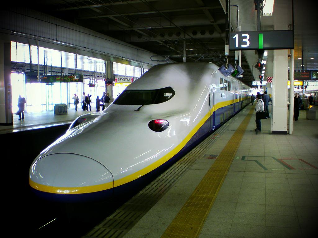 Superātrais vilciens Shinkansen bullet train