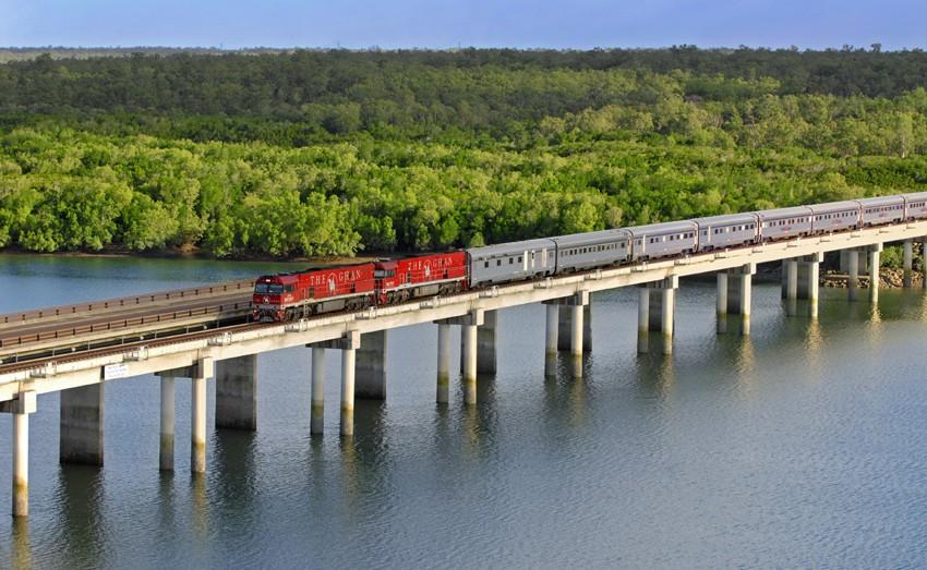 Vilciens uz tilta